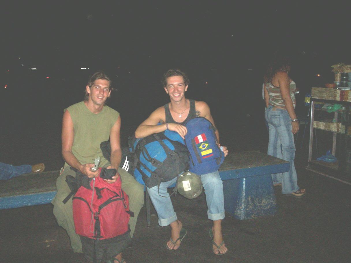 Mi amigo el suizo y yo cerca del Roraima, por Santa Helena o por ahi