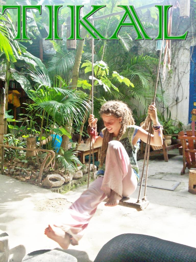 Antropologa hungara feliz en territorio Maya